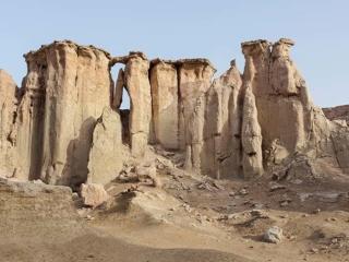 تصویر دوم از مجموعه بی وطن اثر گوهر دشتی